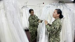 Brides Across America provide gowns for military brides.