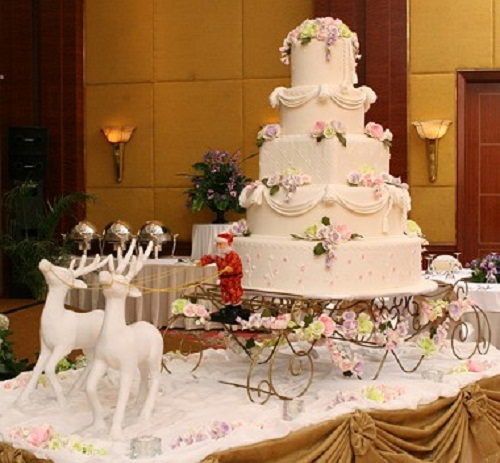 Wedding Cake With Christmas Theme